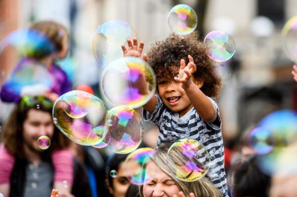 Performance involving bubbles